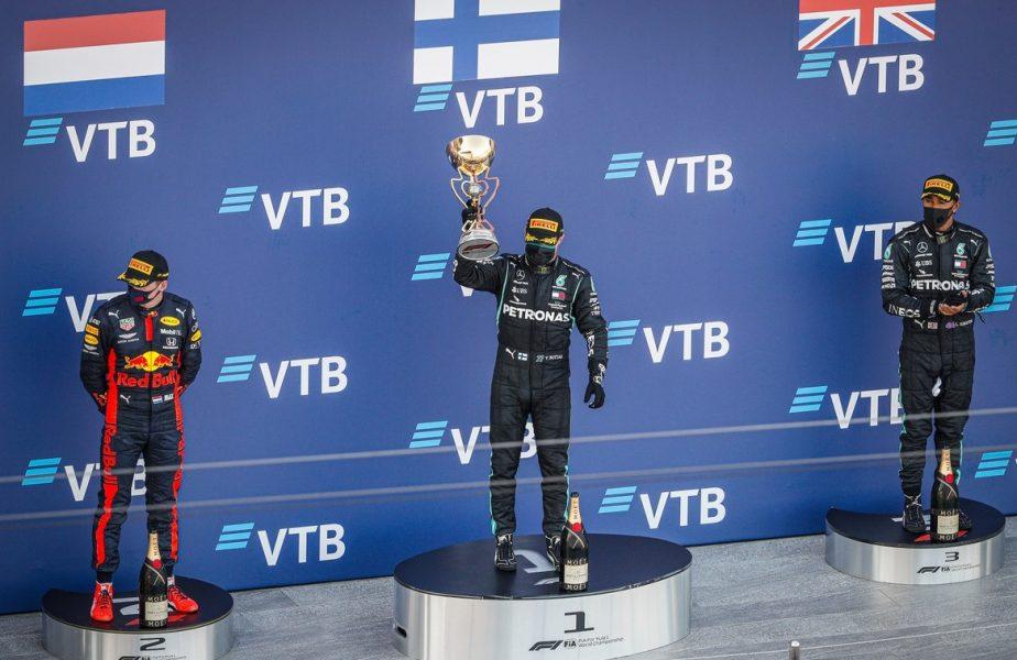 Lewis Hamilton, ținut sub control în Formula 1. Ce a purtat în Rusia multiplul campion mondial