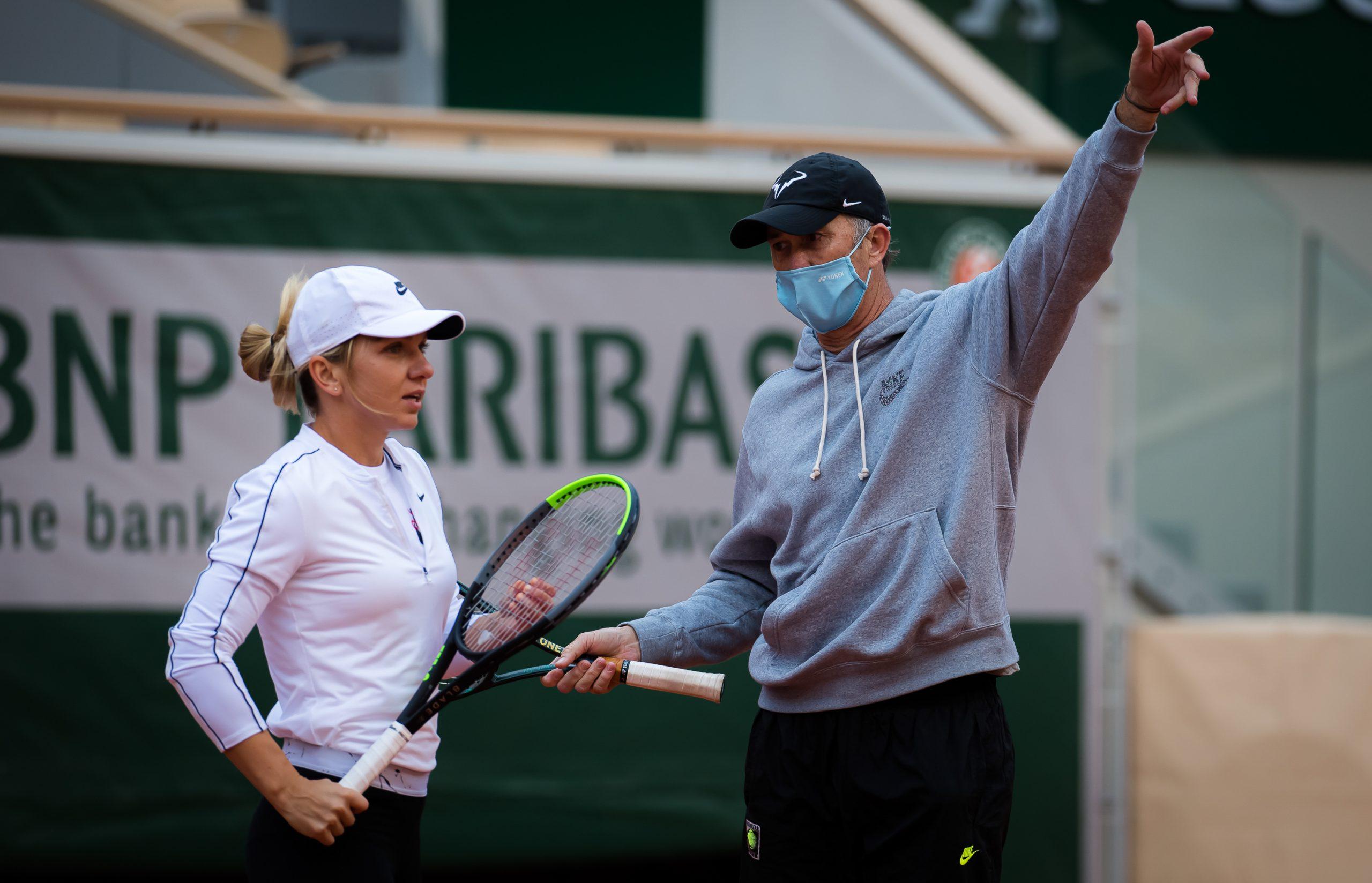 """Simona Halep îi cere ajutorul lui Darren Cahill înaintea revanşei cu Anisimova: """"Trebuie să fac schimbări!"""" """"Viciul"""" care îl enervează la culme pe australian"""