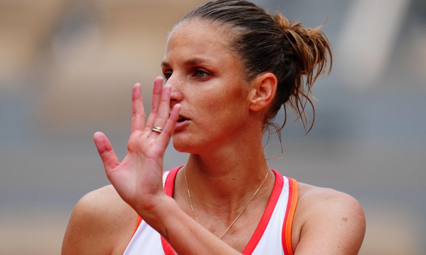 Se vede trofeul de la Roland Garros 2020. Karolina Pliskova, eliminată de Jelena Ostapenko. Halep, cale liberă spre titlu