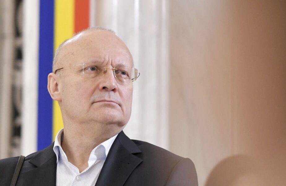 Ion Ţiriac poate fi depăşit! Miliardarul român care locuieşte la bloc şi merge cu metroul