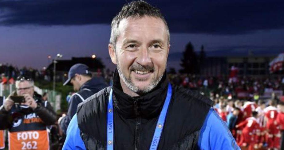 Mihai Stoica a atacat dur arbitrajul în timpul meciului. Ce a avut de împărțit cu Cosmin Contra