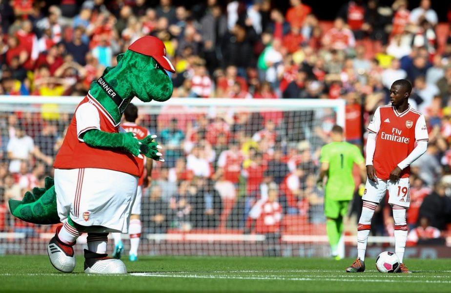 Jucătorul cu cel mai mare salariu de la Arsenal intervine în scandalul momentului. Îi plăteşte salariul mascotei dată afară de conducere!