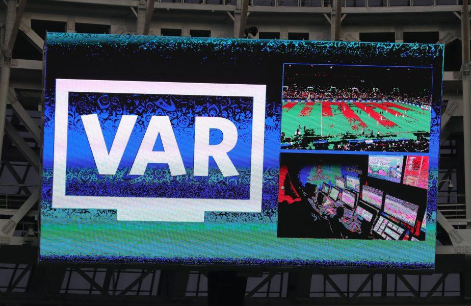 Moment istoric! Naţionala României a primit primul penalty cu ajutorul VAR-ului. Tricolorii au mai cerut o lovitură de pedeapsă, dar Skomina nu a dat