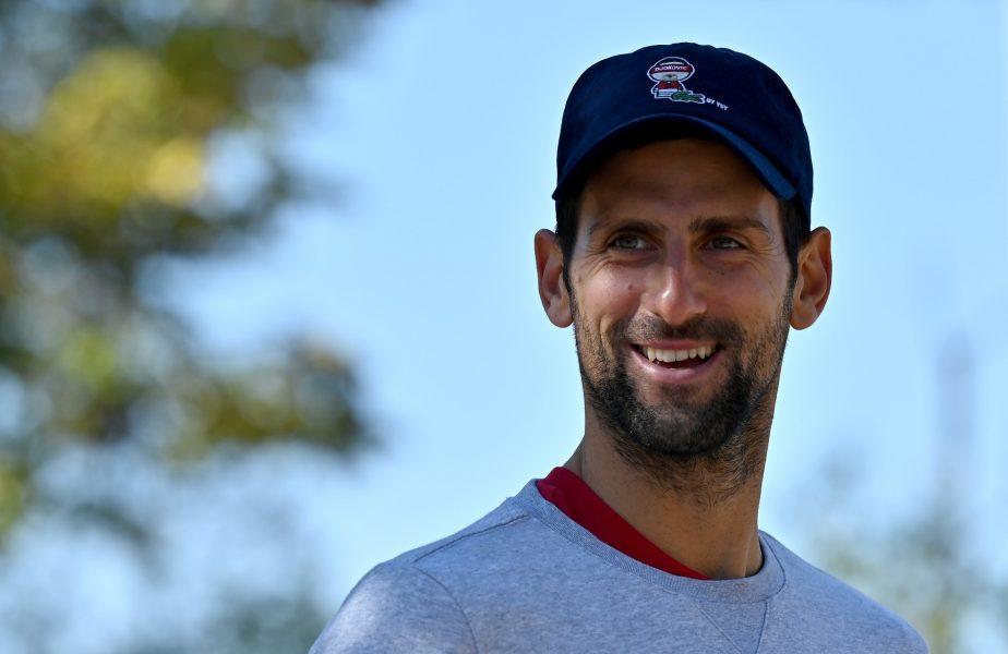 VIDEO   Novak Djokovic și-a amuzat fanii! Învins de Nadal, a încercat să se răzbune pe un luptător de sumo. Nici nu l-a clintit