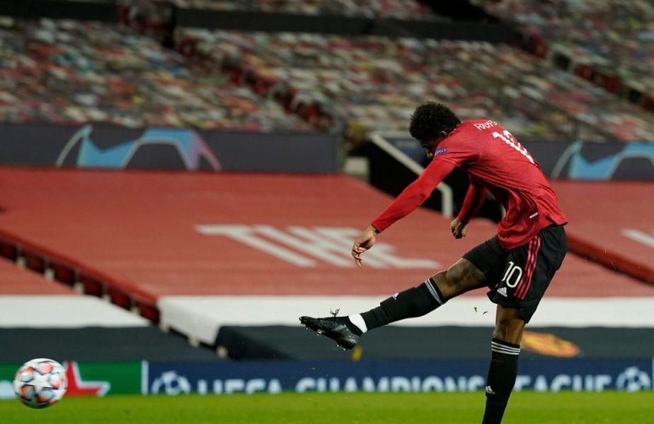 Marcus Rashford execută un penalty în timpul meciului dintre Manchester United și RB Leipzig din UEFA Champions League