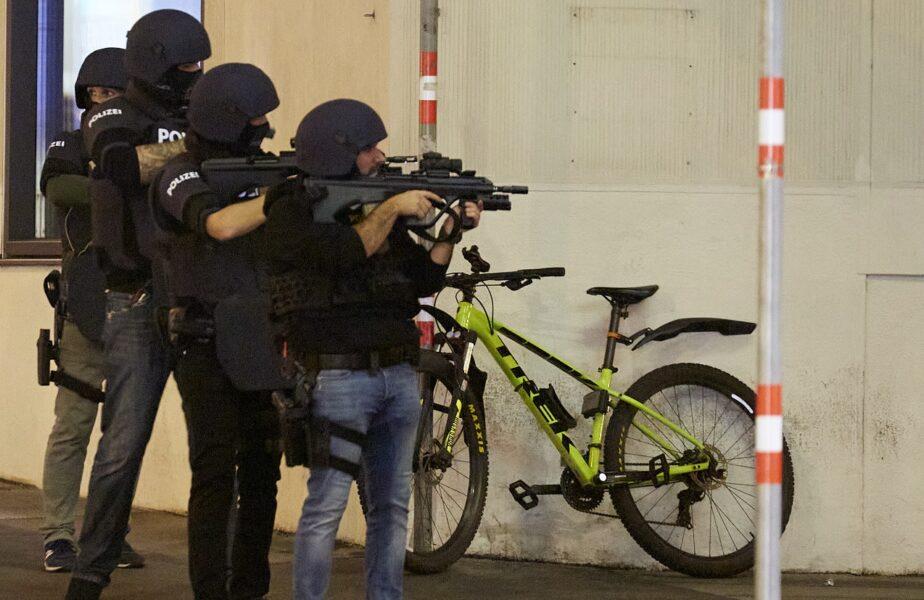 Ei sunt eroii atentatului de la Viena. S-au aruncat în calea gloanţelor pentru a salva o femeie şi un poliţist