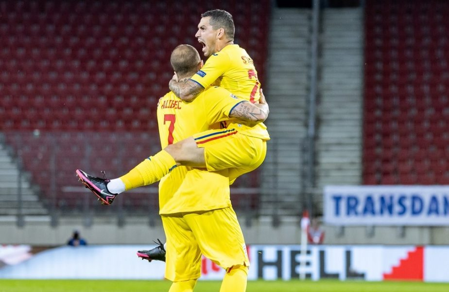 Nicolae Stanciu și Denis Alibec în timpul meciului naționalei României cu Austria