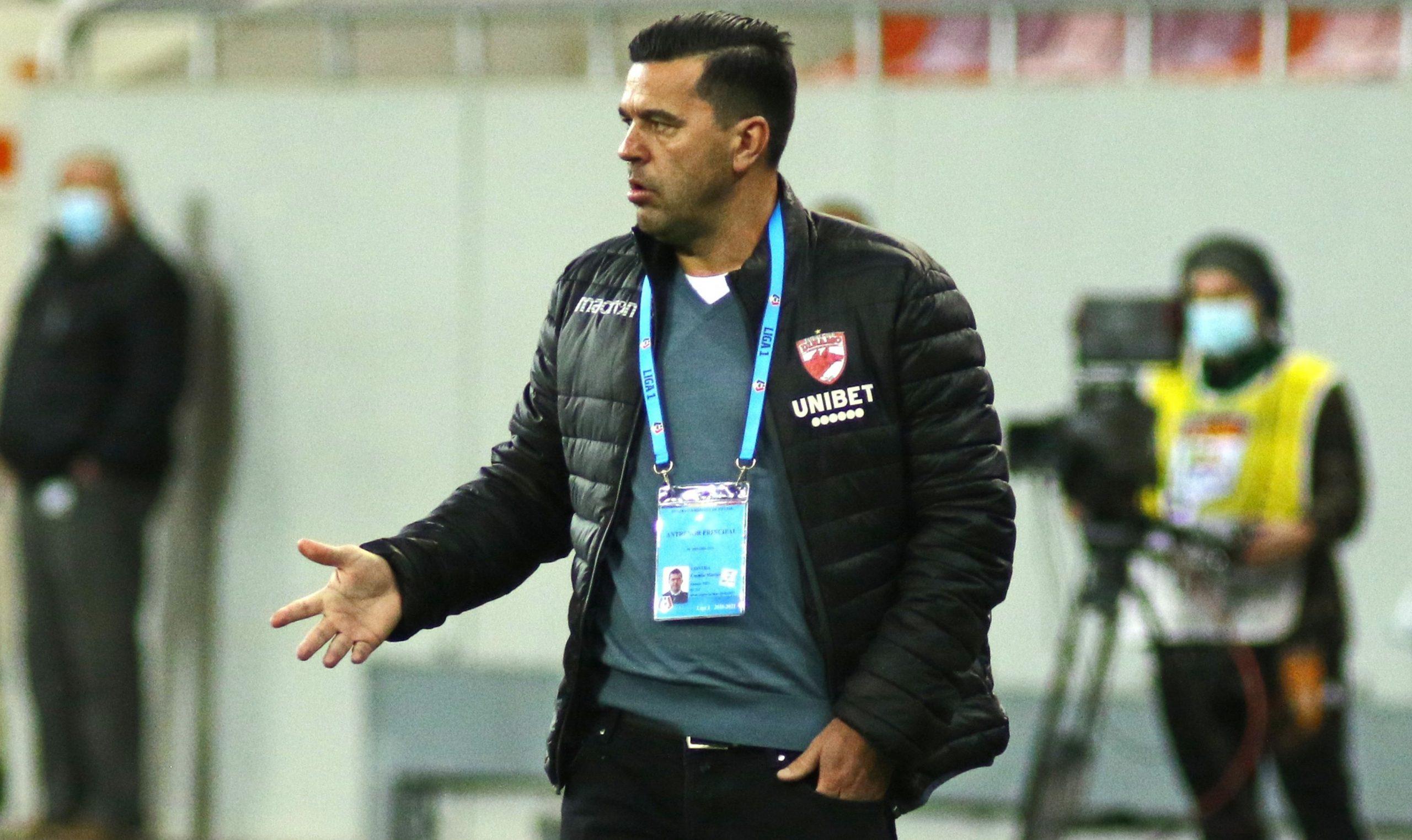 Cosmin Contra în timpul unui meci pentru Dinamo