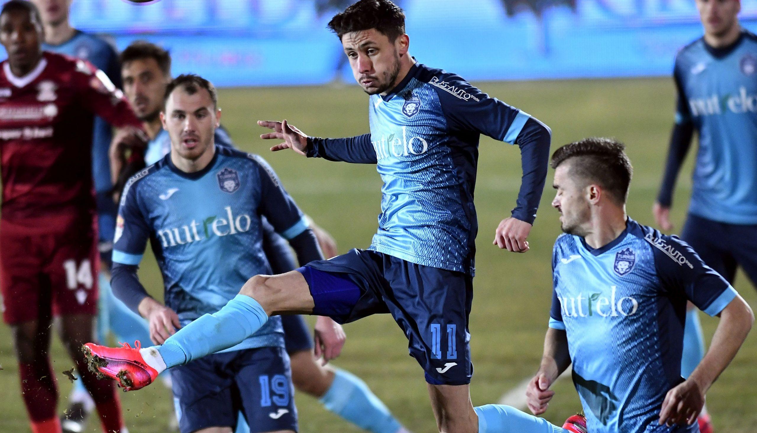 Jucători de la Turris în timpul unui meci de Liga 2 cu Rapid București