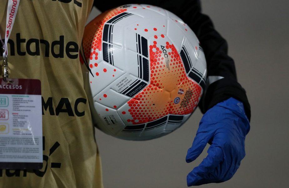 Dezastru la un club de fotbal din România! 19 jucători au Covid-19! Prima decizie luată de Federaţie