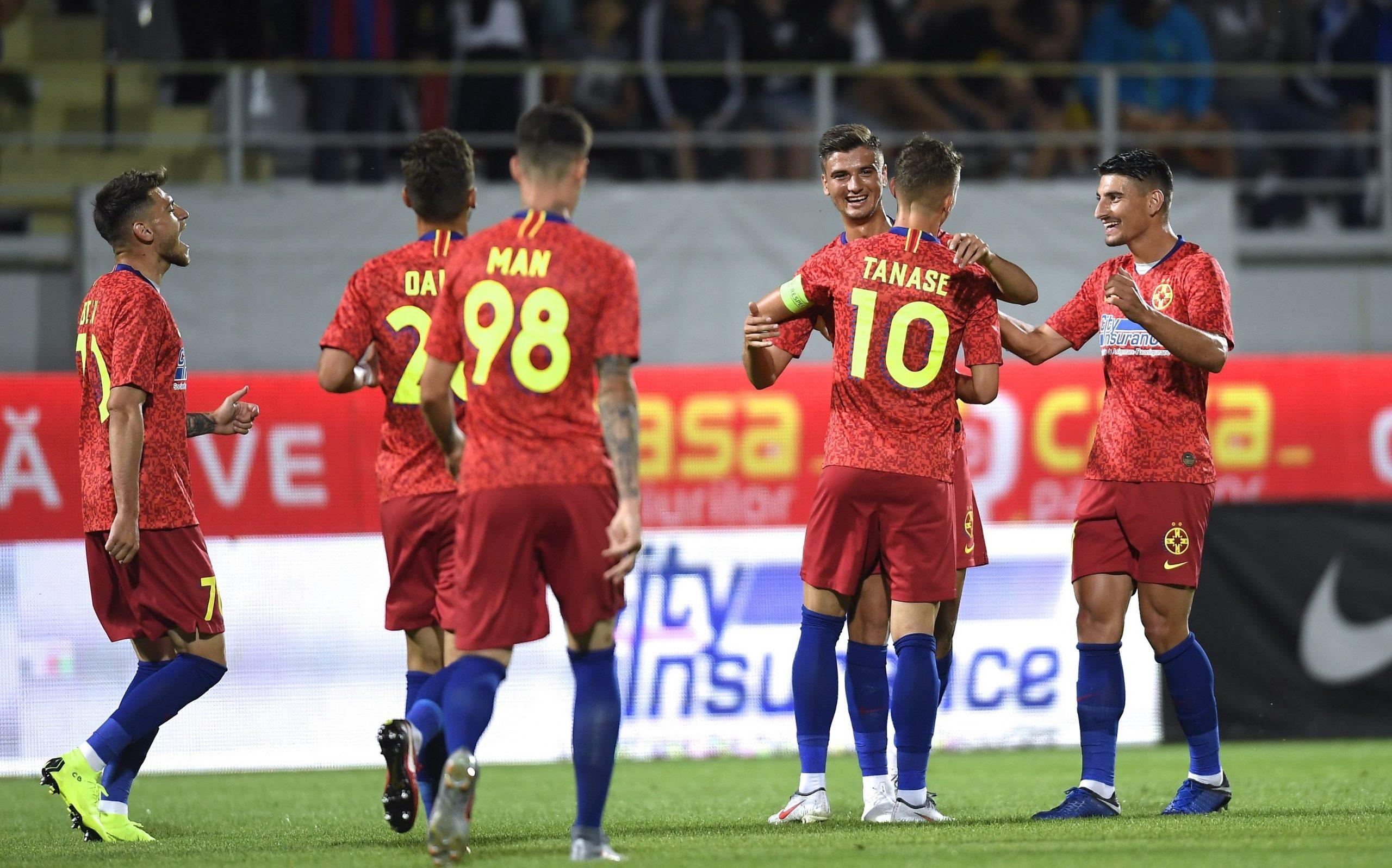 Jucătorii de la FCSB se bucură în timpul meciului cu Milsami Orhei