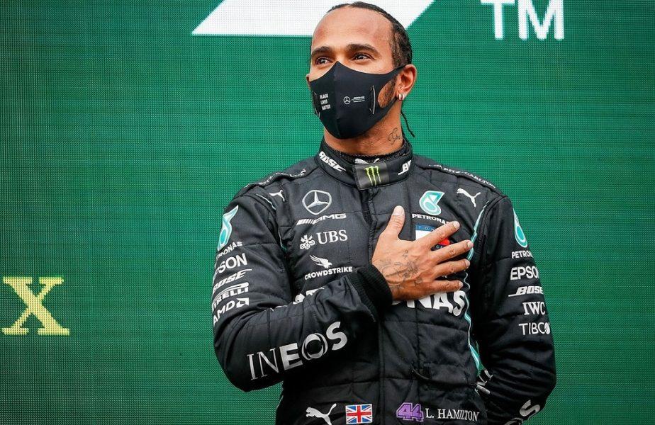 Lewis Hamilton, bucuros după succesul de la Istanbul, care i-a adus al şaptelea titlu de campion în Formula 1