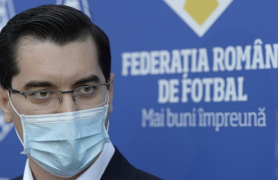 Răzvan Burleanu, președintele FRF în timpul unei conferințe de presă