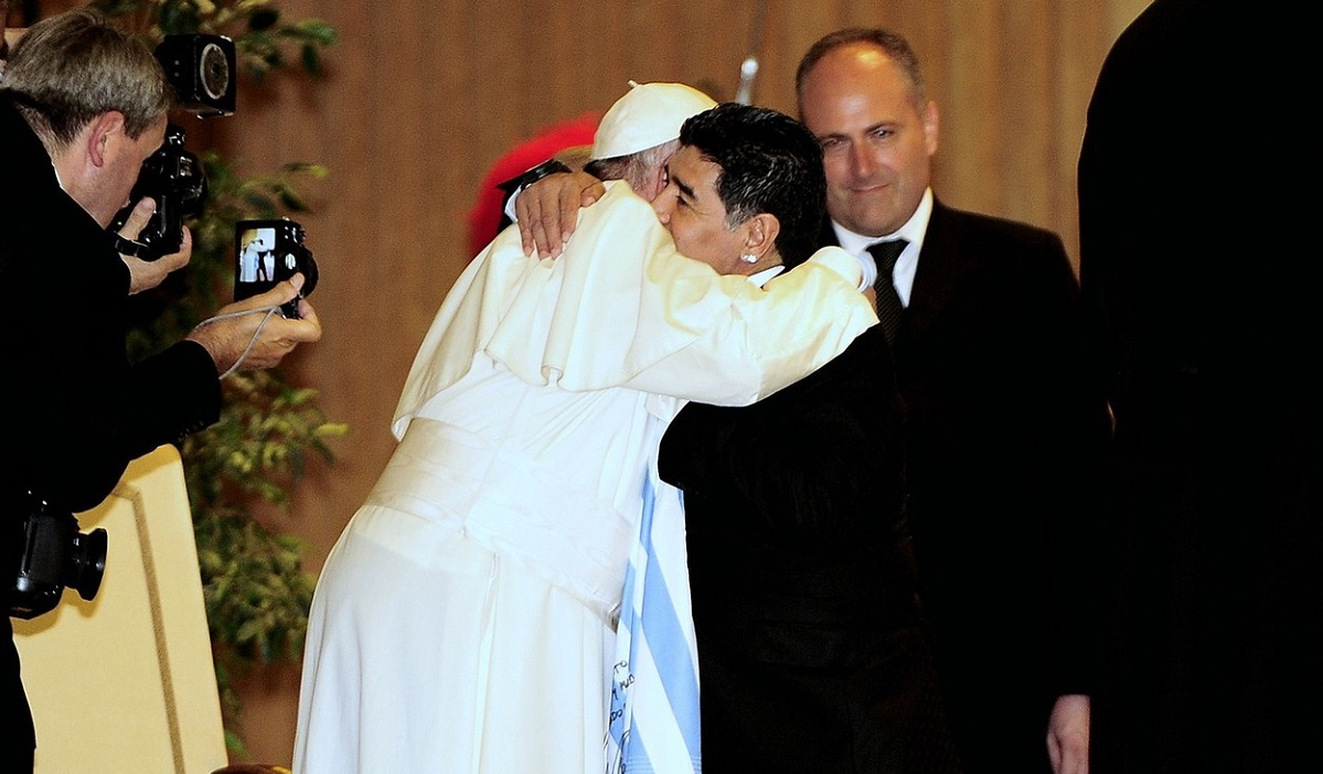 Diego Maradona şi Papa Francisc s-au cunoscut în 2014 la Vatican