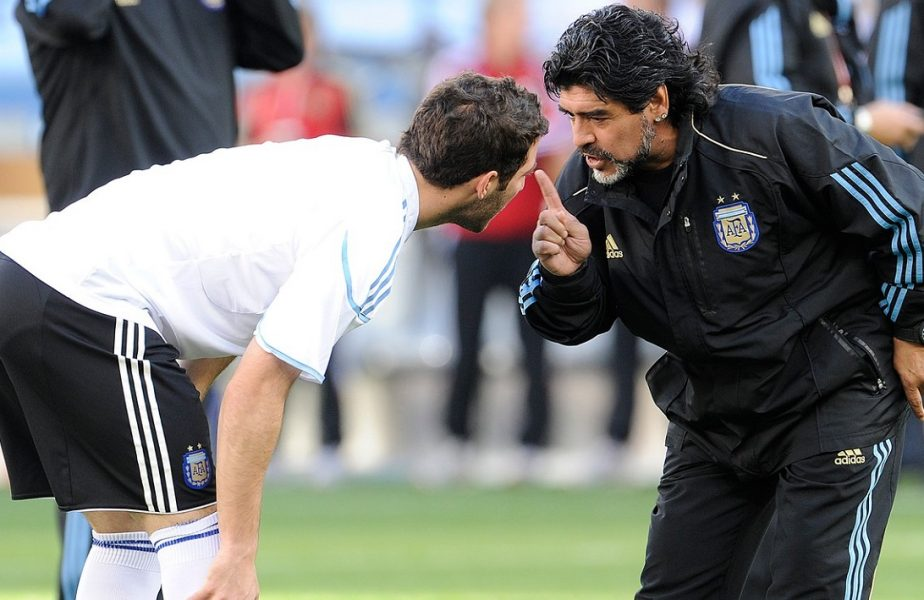 Diego Maradona a fost selecţionerul Argentinei la Cupa Mondială 2010, unde l-a pregătit şi pe Gonzalo Higuain