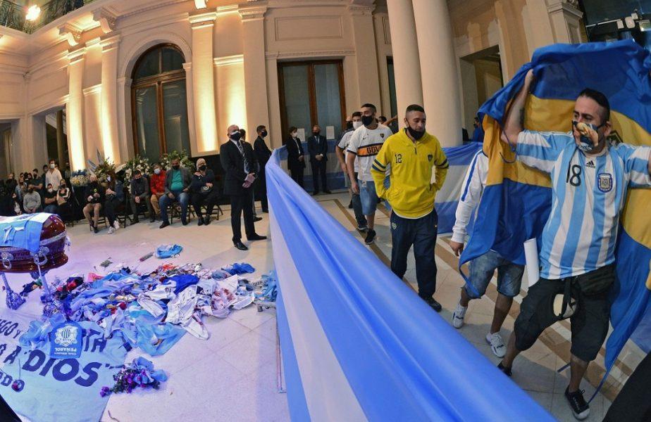 Fanii din Argentina şi-au luat rămas bun de la Maradona la palatul prezidenţial din Buenos Aires