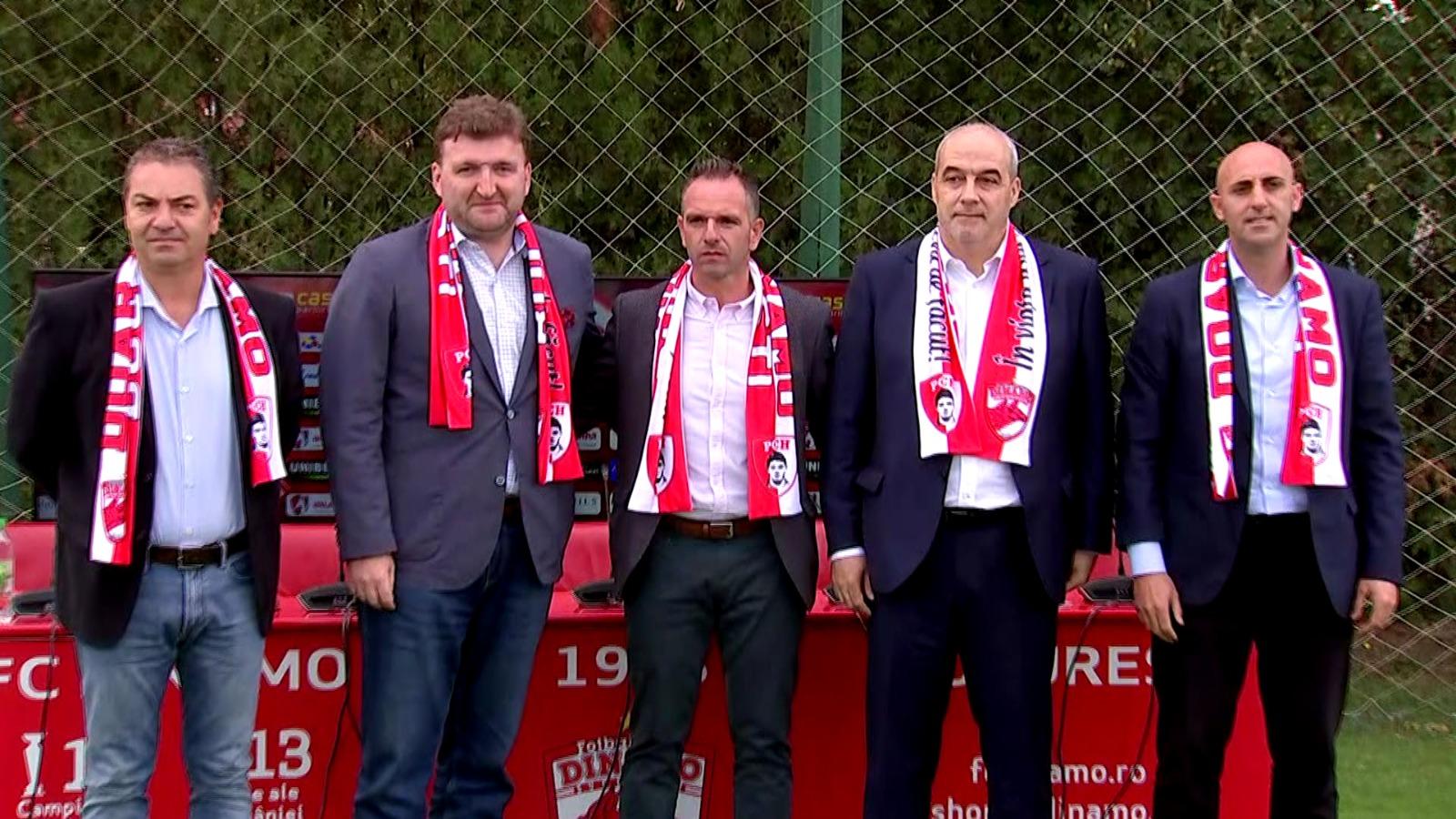Spaniolii de la Dinamo în timpul unei conferințe de presă