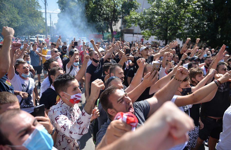 """Fanii lui Dinamo îi declară război lui Pablo Cortacero: """"Să vină în București dacă are tupeu!"""" Mesaj de susținere pentru Cosmin Contra"""