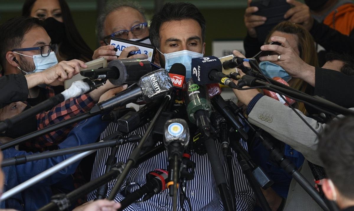 Medicul care l-a operat pe Maradona se apără şi spune că acesta nu accepta nimic