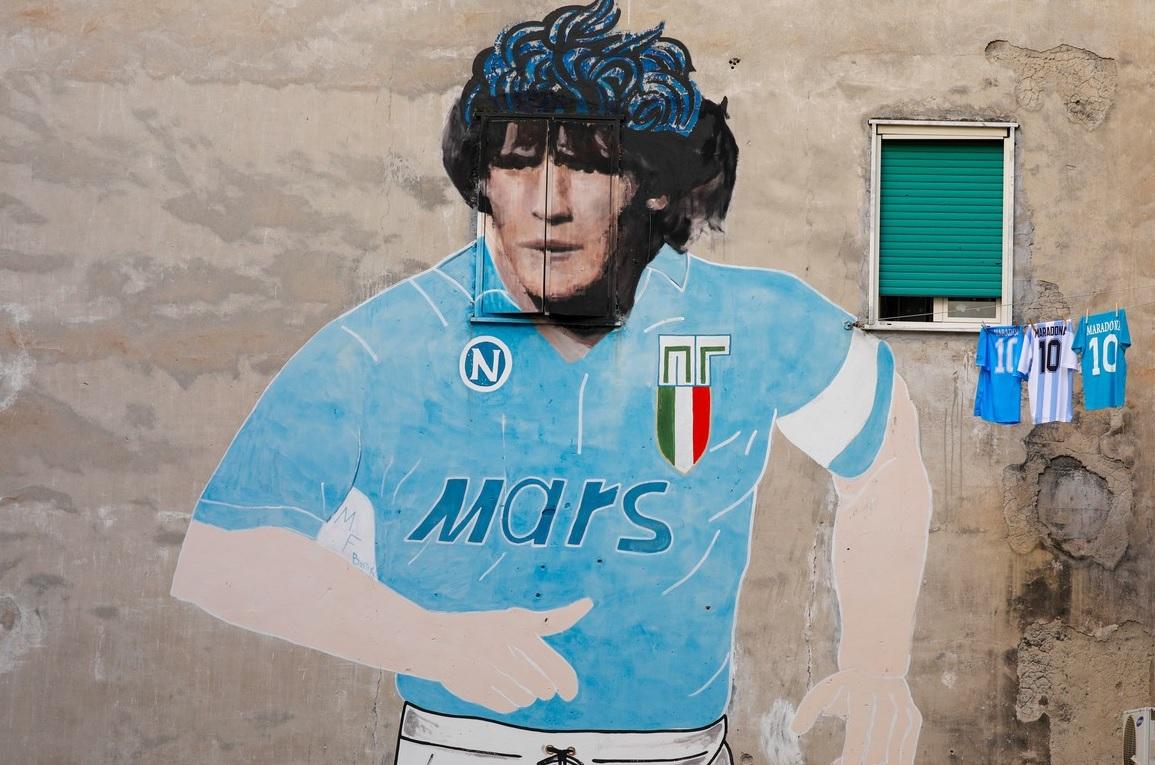 Diego Maradona, omagiat de fanii din Napoli cu un desen