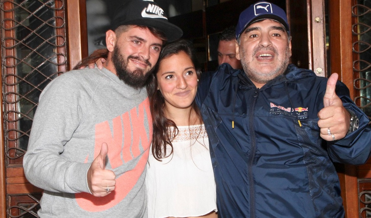 Diego Maradona, alături de fiul cel mare, Diego Jr, şi de fiica, Jana