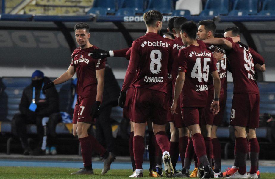 Jucătorii lui CFR Cluj se bucură după gol într-un meci cu Poli Iași