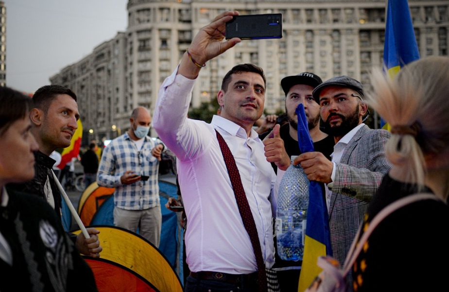 Orice român care prezicea succesul partidului AUR, la alegerile parlamentare, se putea îmbogăţi. Ce nebunie a reuşit George Simion