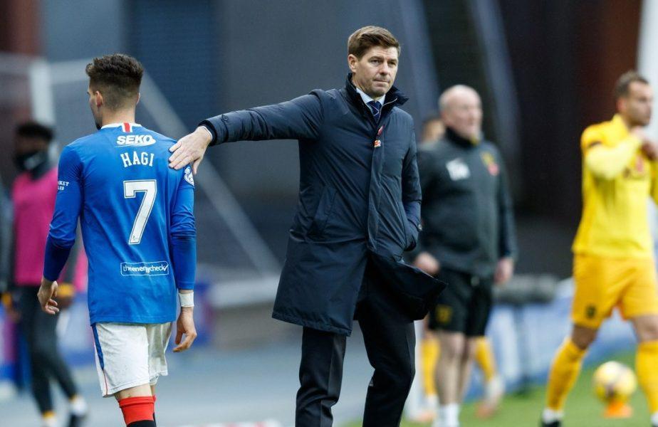 Ianis Hagi și Steven Gerrard în timpul unui meci pentru Rangers