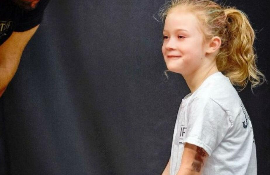 Cel mai puternic copil din lume. Povestea fetiței care are 7 ani, tatuaje și poate ridica greutăți de 80 de kilograme