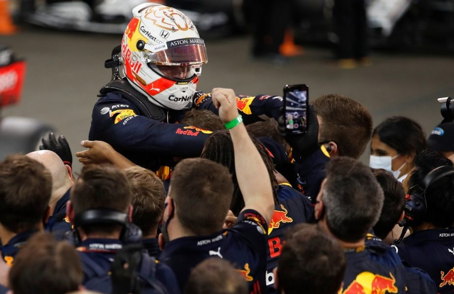 Victorie uluitoare în ultima cursă a anului din Formula 1! Verstappen a condus de la un capăt la altul! Ce i-a transmis Lewis Hamilton la final