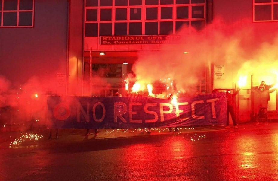 VIDEO   Protest în Gruia chiar înaintea derby-ului cu FCSB! Fanii lui CFR Cluj, nemulţumiţi de arbitraj. Mesajul transmis către UEFA