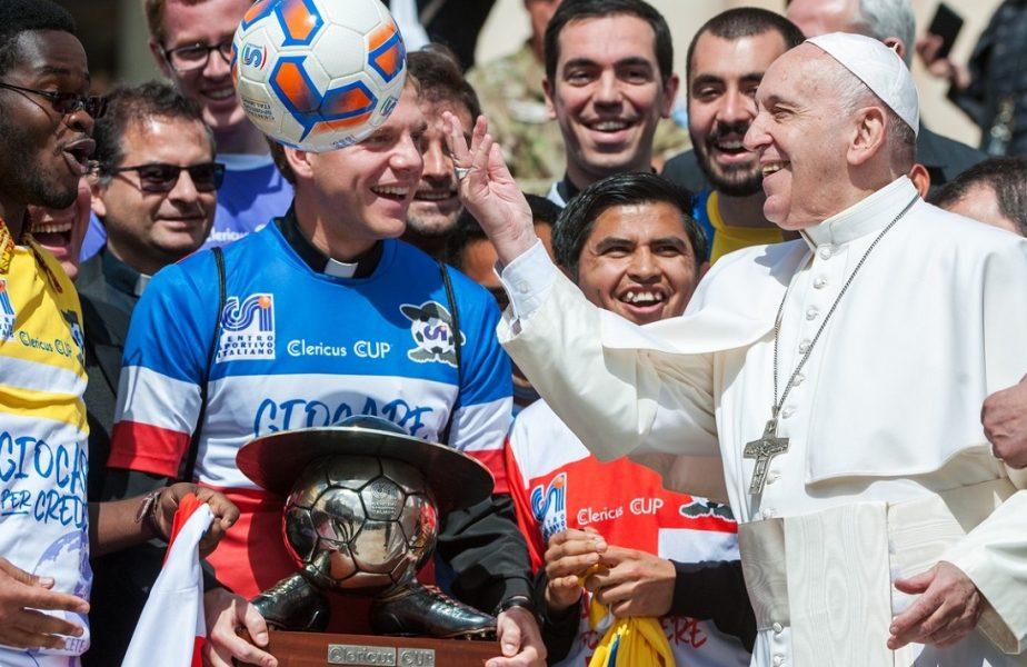 """Papa Francisc a """"trădat-o"""" pe San Lorenzo. A devenit abonatul unei mari rivale din Argentina! Ce cadou a primit Suveranul Pontif"""
