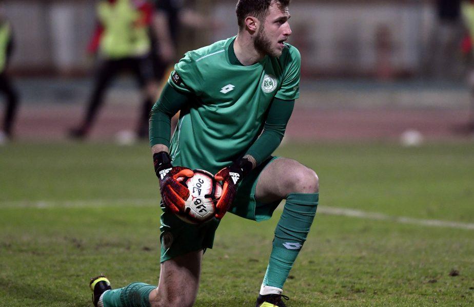 Moment memorabil în Liga 1! Un arbitru i-a spus portarului de la FC Argeș să nu mai înjure. Motivul pentru care a făcut acest gest
