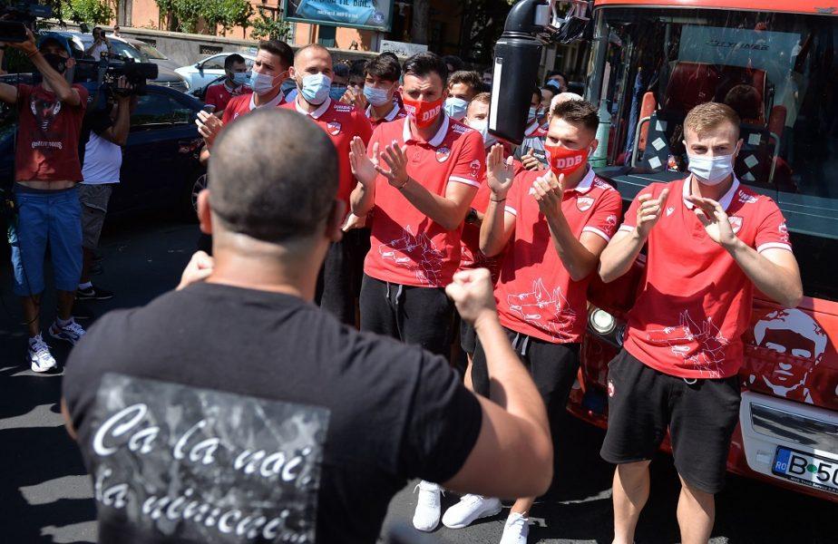 """Jucătorii de la Dinamo îşi primesc în sfârşit banii. Sumă uriaşă virată de fanii din DDB în conturile clubului. """"Nu lăsăm niciun leu pe mâna spaniolilor"""""""