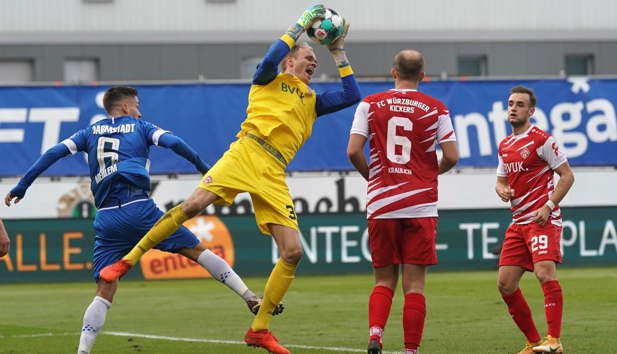 Wurzburger Kickers în meciul cu SV Darmstadt 98