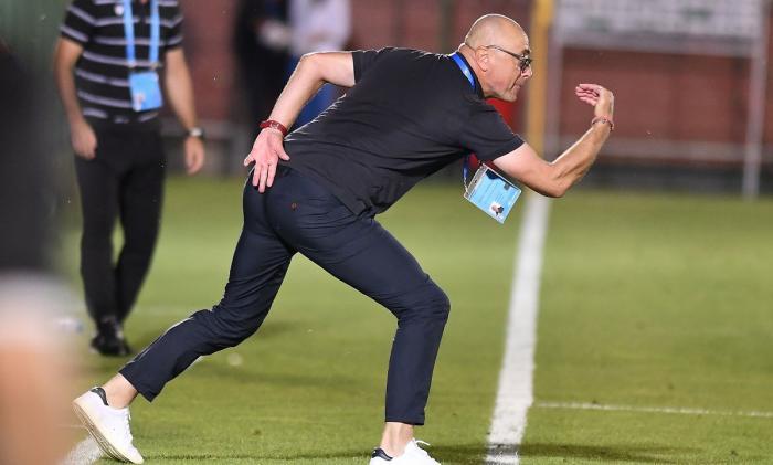"""Leo Grozavu îl acuză pe Vali Creţu că l-a înjurat: """"A rămas cu o ură de nedescris!"""" Acuze la adresa arbitrajului: """"Echipe protejate! Am avut penalty clar!"""""""