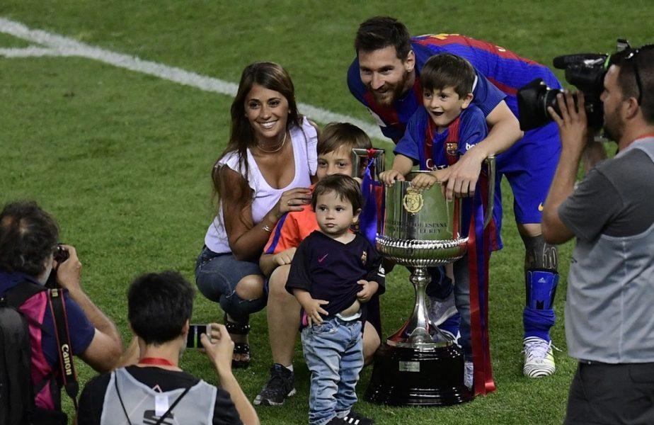 """Cum sărbătoreşte Lionel Messi cu familia, în Argentina! Ţinutele de lux şi bradul strălucitor din casa acestuia! """"Vă dorim un Crăciun plin de dragoste"""""""
