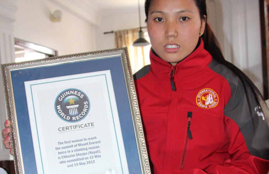 Ea este Chhurim, prima femeie din lume care a doborât Everestul de două ori într-un sezon! În șapte zile!