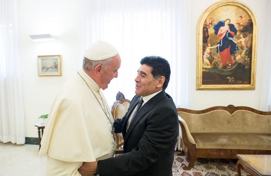 """Papa Francisc, elogii către """"D10S"""". """"Maradona era un poet şi un mare campion"""". Ce l-a impresionat la legenda fotbalului"""