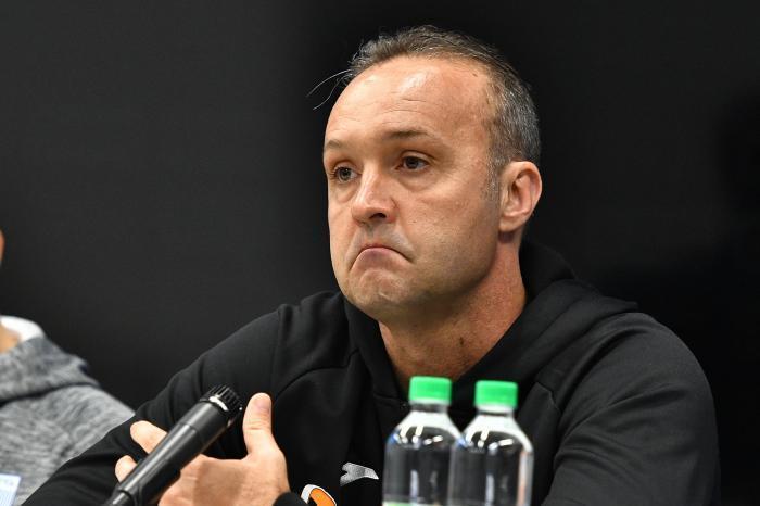 I-au găsit nod în papură! Antrenorul Craiovei, suspendat după ce a făcut scandal la meciul cu CFR Cluj. Cât va absenta