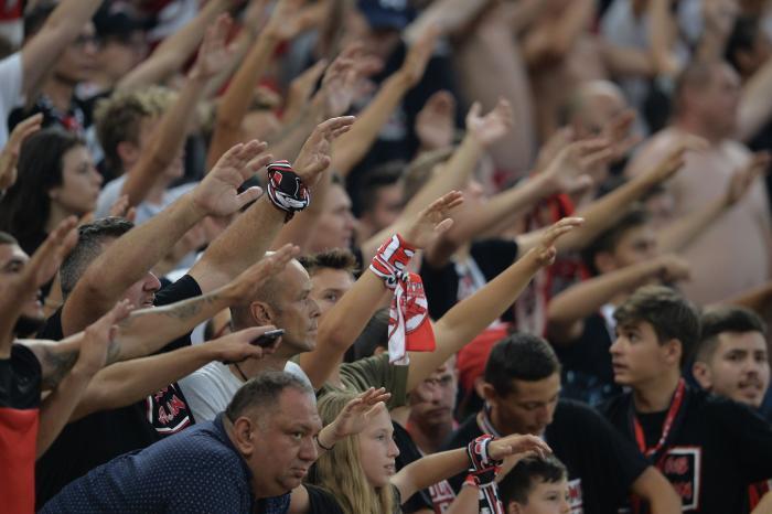 """Dinamo – Chindia Târgovişte 0-1. """"Câinii"""" au pierdut şi au ratat şansa de a urca pe loc de play-off. Fotbalul a îngheţat în Ştefan cel Mare"""