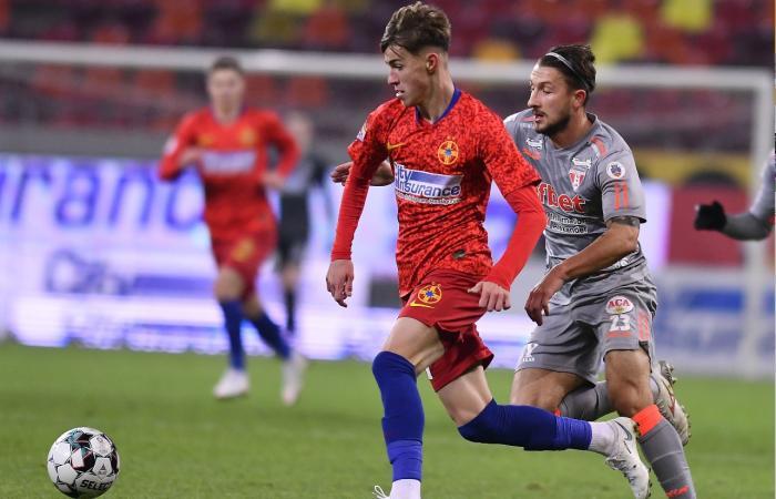 """Octavian Popescu, acuzat că îi înjură pe arbitrii din Liga 1! Cine l-a dat de gol pe puştiul de 18 ani al lui FCSB: """"Ar fi păcat de el"""""""