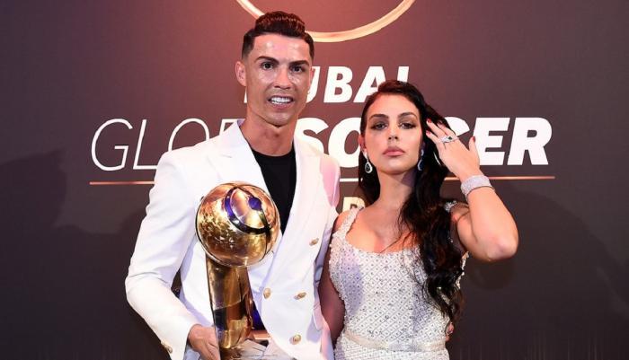 Cristiano Ronaldo, anchetat de Poliţia din Italia. A încălcat restricţiile din timpul pandemiei ca să îşi ducă iubita într-o staţiune de lux