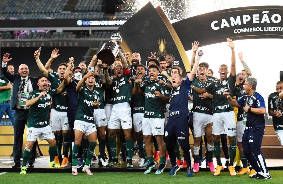 Jucătorii lui Palmeiras sărbătoresc câştigarea Copei Libertadores