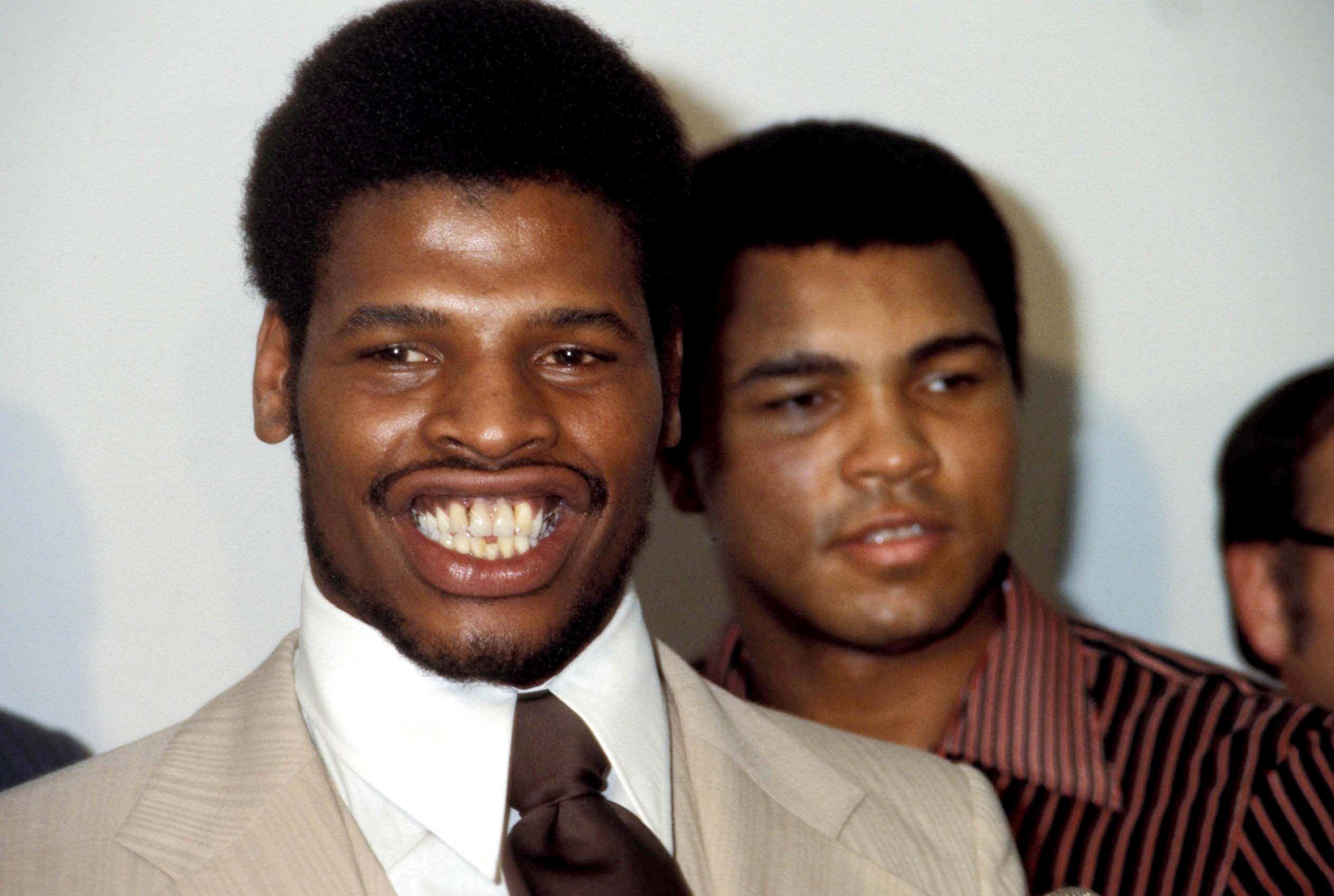Spinks (prim-plan) și miticul Muhammad Ali