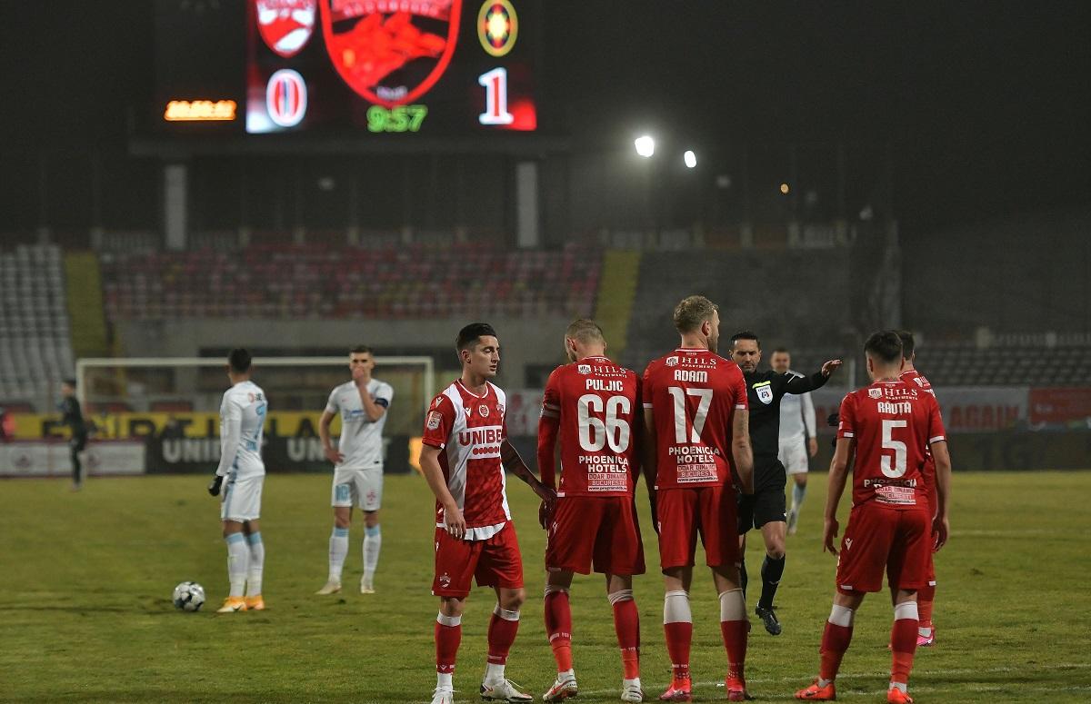 Dinamo face transferuri pe ultima sută de metri