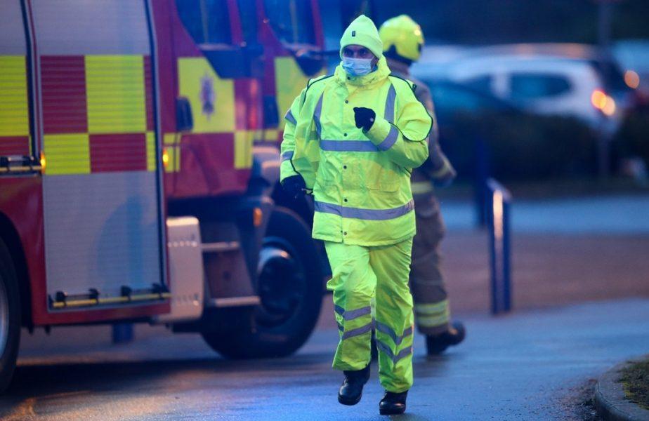 Momente de panică! Un incendiu a izbucnit în timpul meci din Anglia. Jucătorii au fost evacuaţi de urgenţă