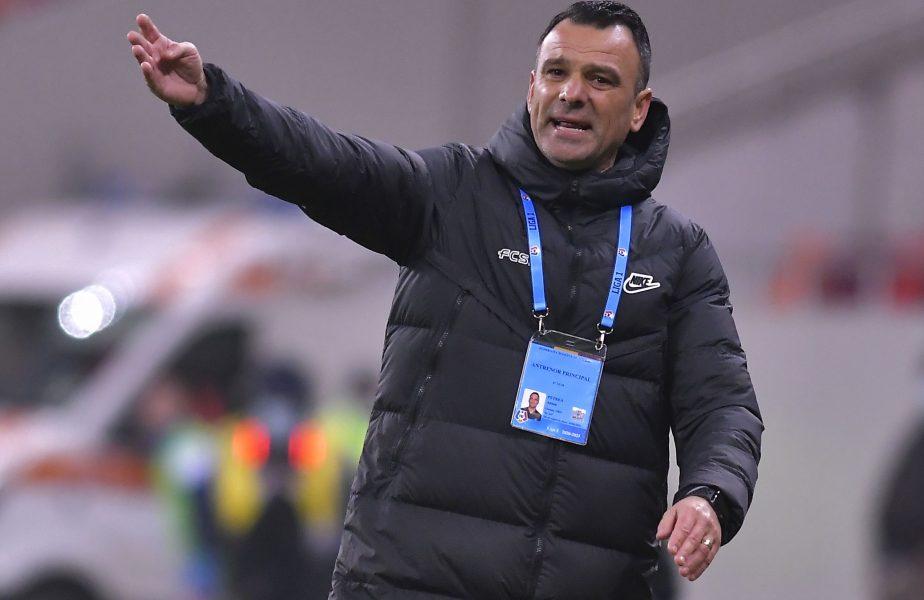 """""""Bănuiesc ca nu e mulțumit!"""" Explicaţiile incredibile ale lui Toni Petrea, după ce Buziuc a fost umilit în FCSB – Chindia 1-0. Motivul invocat de antrenor pentru schimbare"""