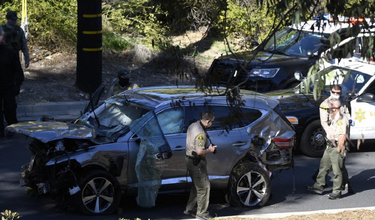 Maşina lui Tiger Woods, după accidentul de pe autostradă