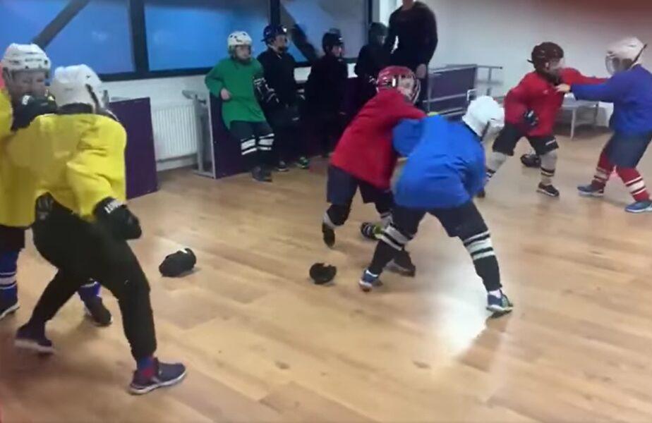 VIDEO | Imagini incredibile de la un club de hochei. Copiii sunt învățați cum să se bată!